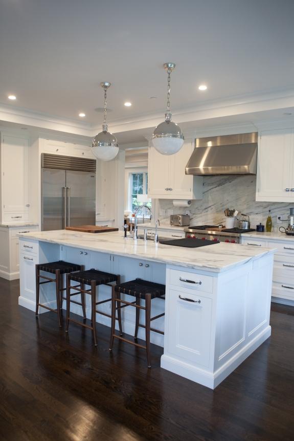 Clean colors, clean Kitchen.