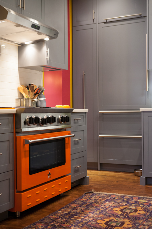 A fiery Bluestar range takes center stage in this Manhattan kitchen.